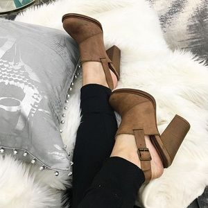 Shoes - 🔹SALE🔹 Cognac clog bootie